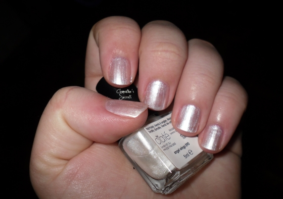 Ciate Day 06 Angel Wings Mani Month Calender (2)
